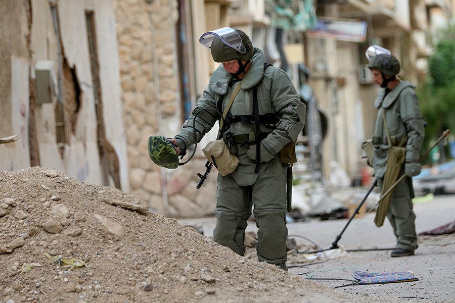 Especialistas russos em desminagem trabalham em Palmira