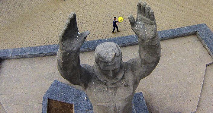 Escultura do primeiro cosmonauta Yuri Gagarin no cosmódromo de Baikonur