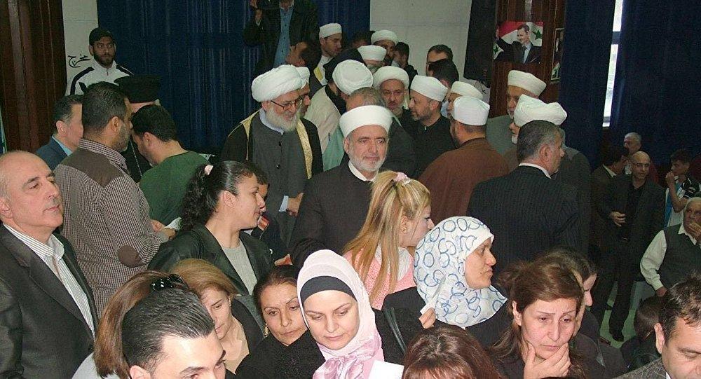 Uma estação de voto na Síria nas eleições de 13 de abril de 2016
