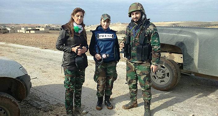 Correspondentes de guerra sírias Aurora Isa (esquerda) e Samar Abbas (direita)