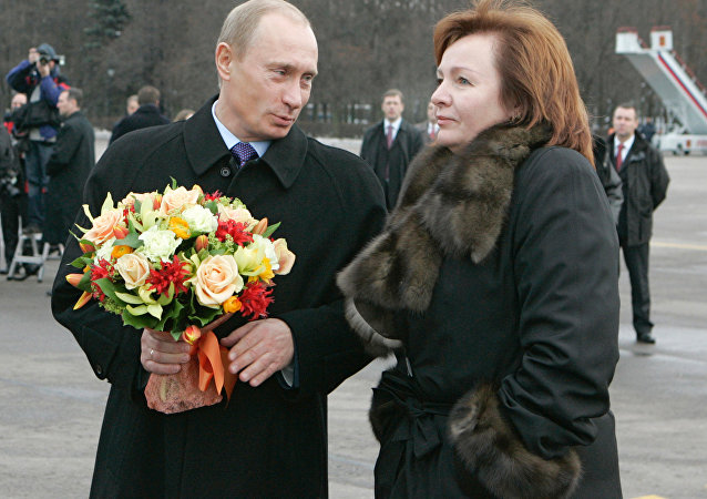 Presidente russo Vladimir Putin e a sua ex-esposa Lyudmila Putina em 2006 (foto de arquivo)