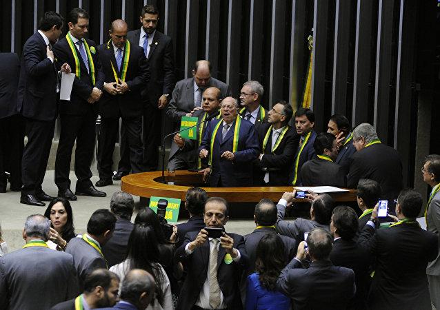 Miguel Reale Júnior discursa na Câmara em defesa do processo de impeachment