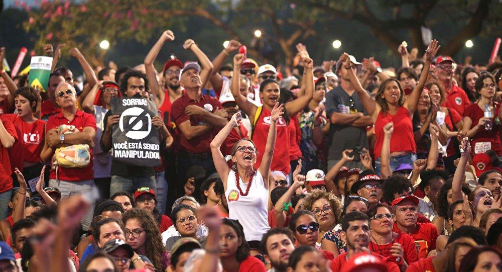 Ato contra o impeachment em Brasília