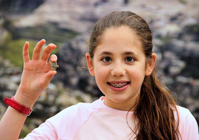 Um amuleto do Egito antigo encontrado por uma menina israelense de 12 anos