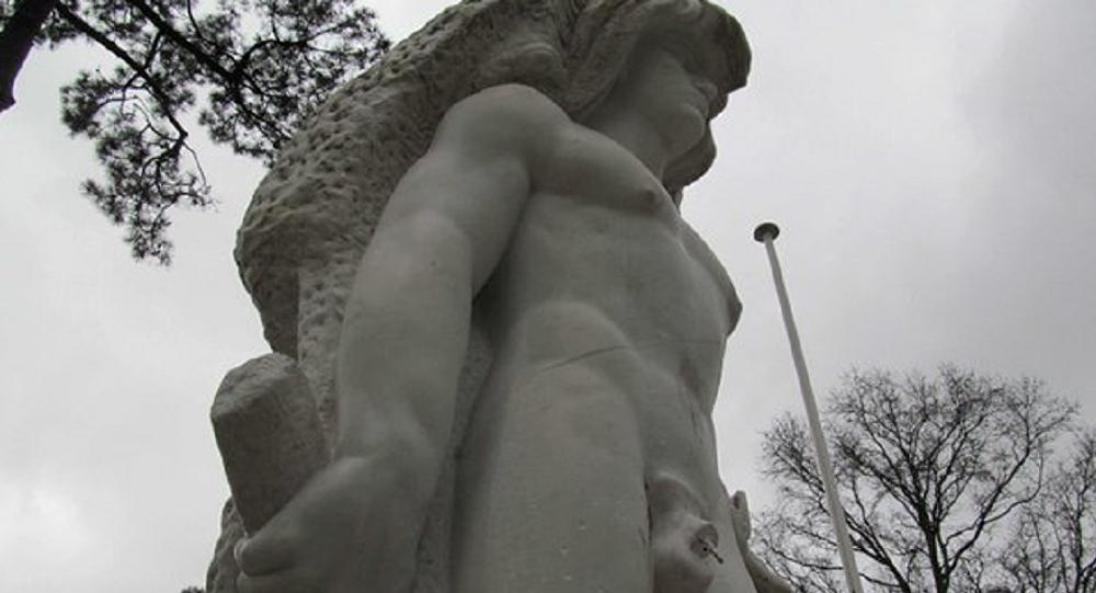 Estátua de Hércules, herói mitológico grego, no Parc Mauresque, em Arcachon (França)