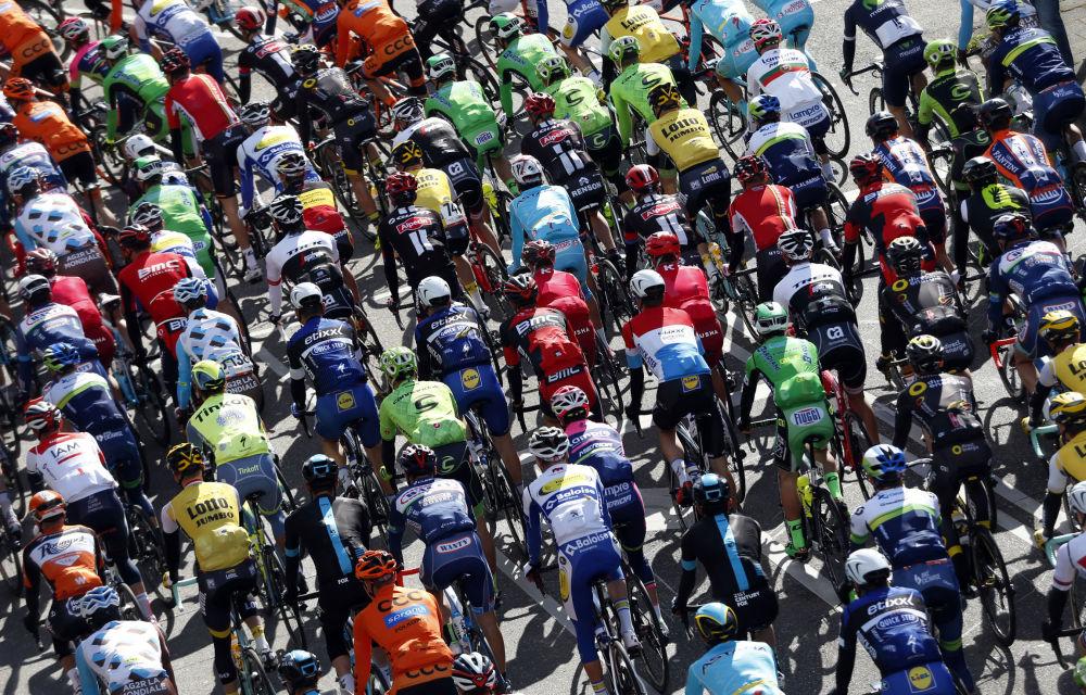 Participantes da corrida de bicicletas Amstel Gold Race, na cidade de Maastricht, Países Baixos