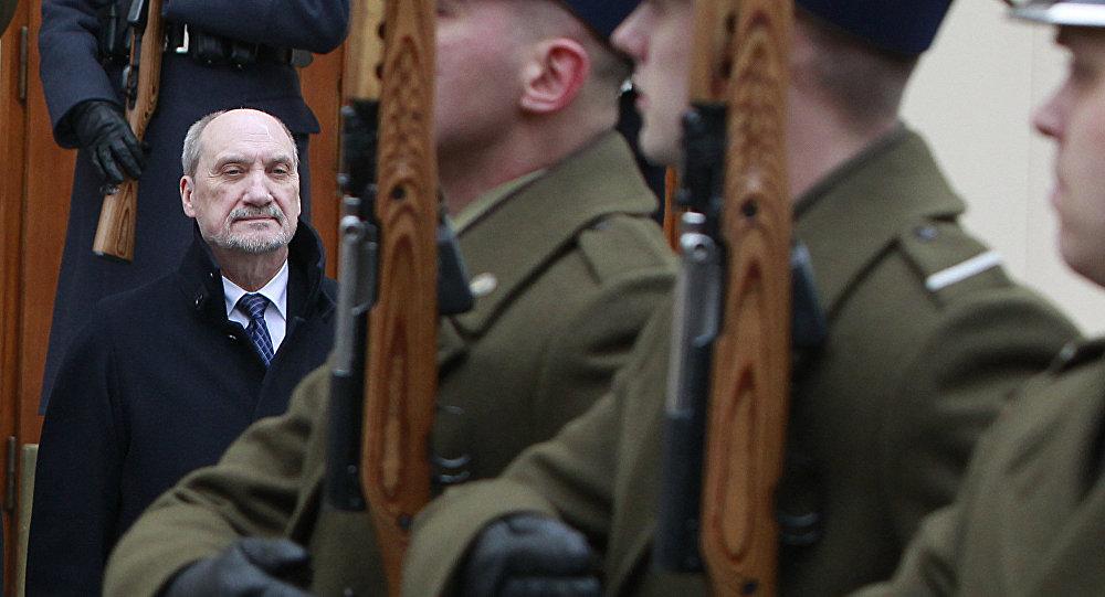 Ministro da Defesa da Polônia Antoni Macierewicz.