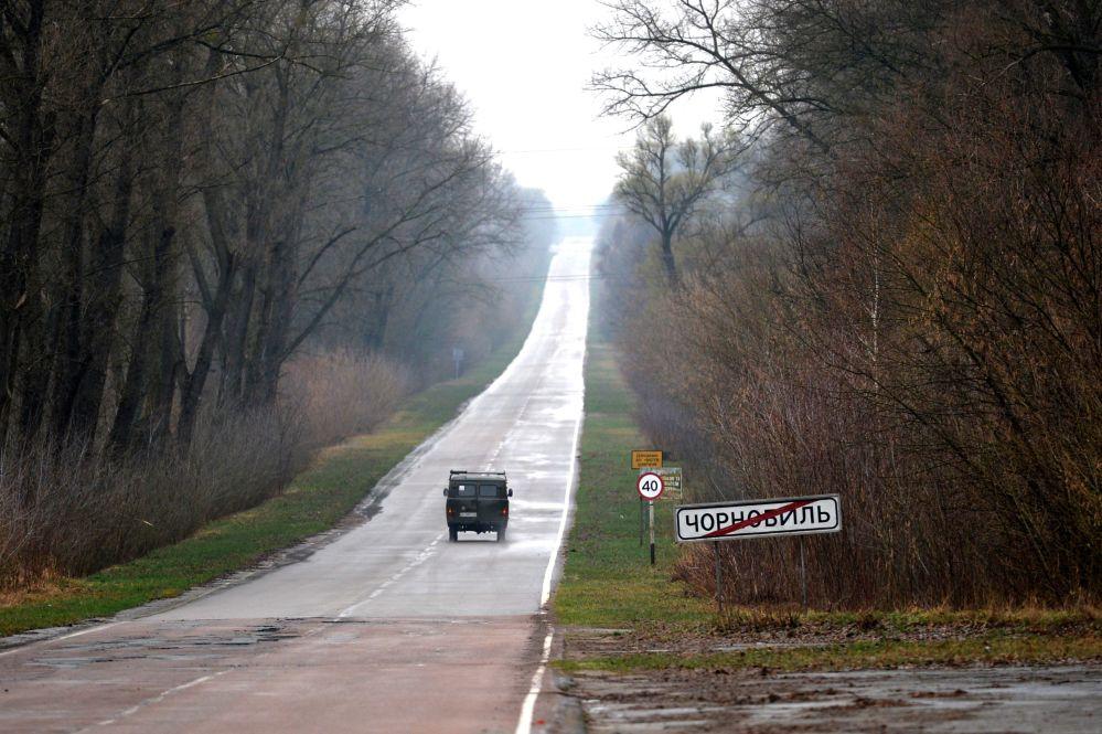 Placa de rodoviária na saída da cidade de Chernobyl