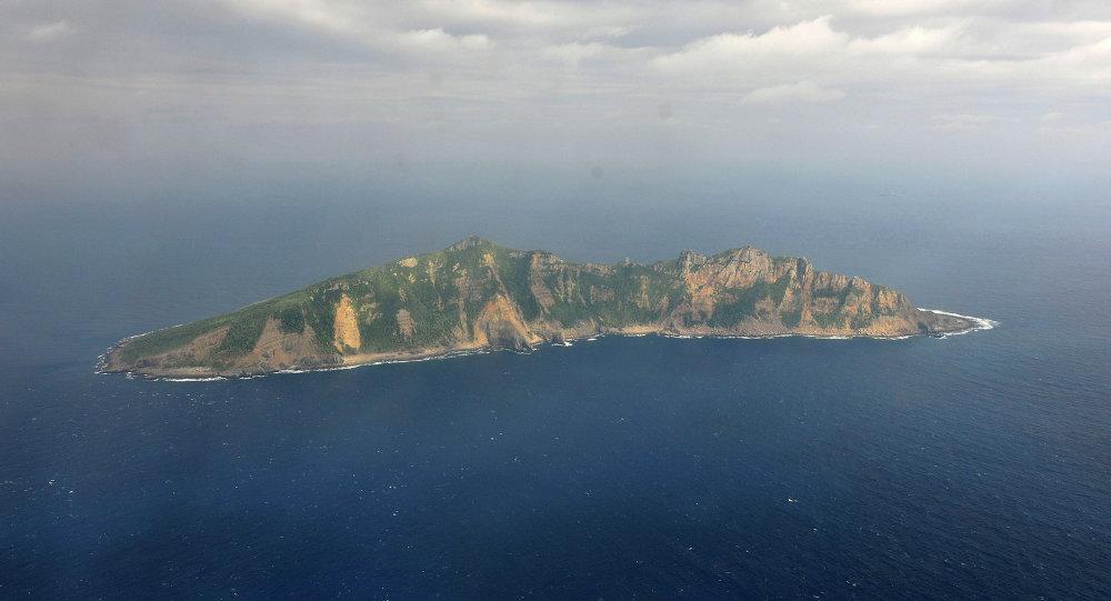 Uma das ilhas pequenas no mar da China Oriental conhecido como Senkaku no Japão e Diaoyu na China (foto de arquivo)