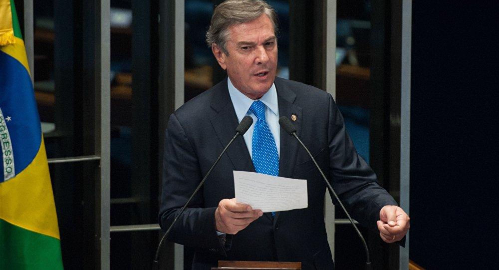 Senador Fernando Collor discursa no plenário do Senado Federal