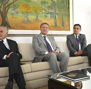 Renan Calheiros recebe Michel Temer e Aécio Neves