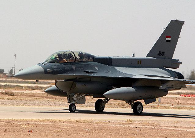 O caça estadunidense F-16