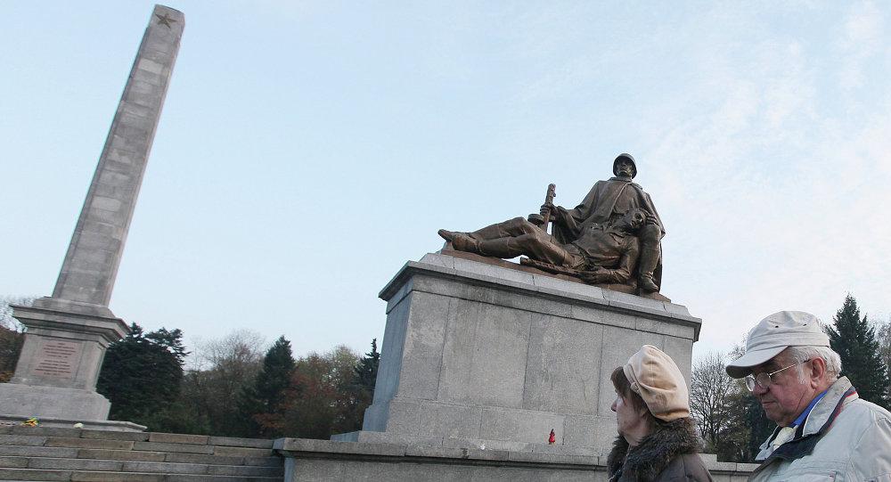 Monumento a soldados do Exército Vermelho em Varsóvia, Polônia