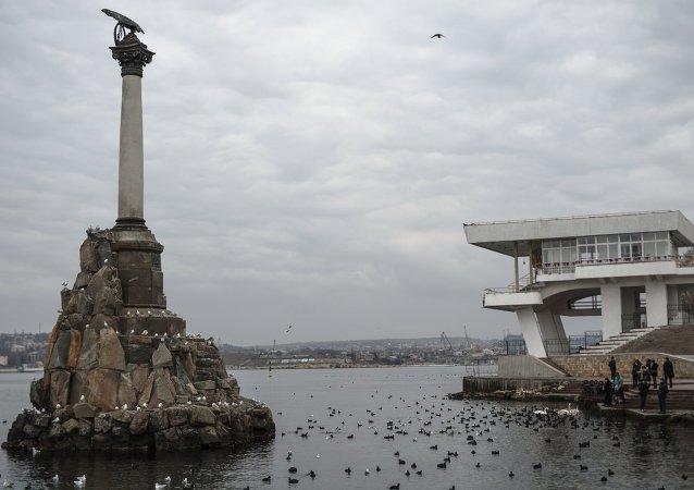 Monumento de Navios Naufragados em Sevastopol, Crimeia (arquivo)
