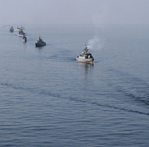 Os navios iranianos fazem parte nas manobras no estreito de Ormuz (Uma foto de arquivo)