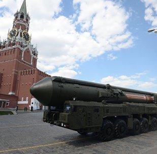 Sistema de mísseis balístico intercontinental russo Yars durante o ensaio geral da Parada da Vitória na Praça Vermelha em Moscou, 7 de maio de 2016.