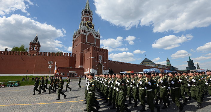 Militares russos durante o ensaio geral da Parada da Vitória na Praça Vermelha em Moscou, 7 de maio de 2016