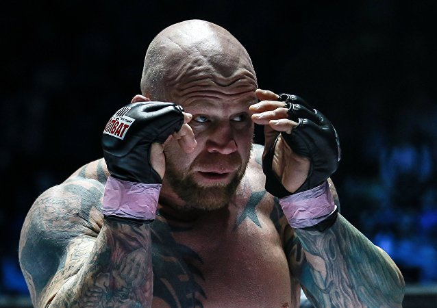 """O atleta norte-americano de MMA e campeão mundial de NOGI Jiu-Jitsu Brasileiro, Jeffrey Monson, recebeu passaporte russo no ano passado e afirmou estar planejando """"desbravar terras do extremo Oriente russo""""."""