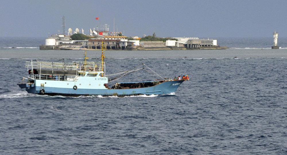 Um barco de pesca chinês no mar da China Oriental