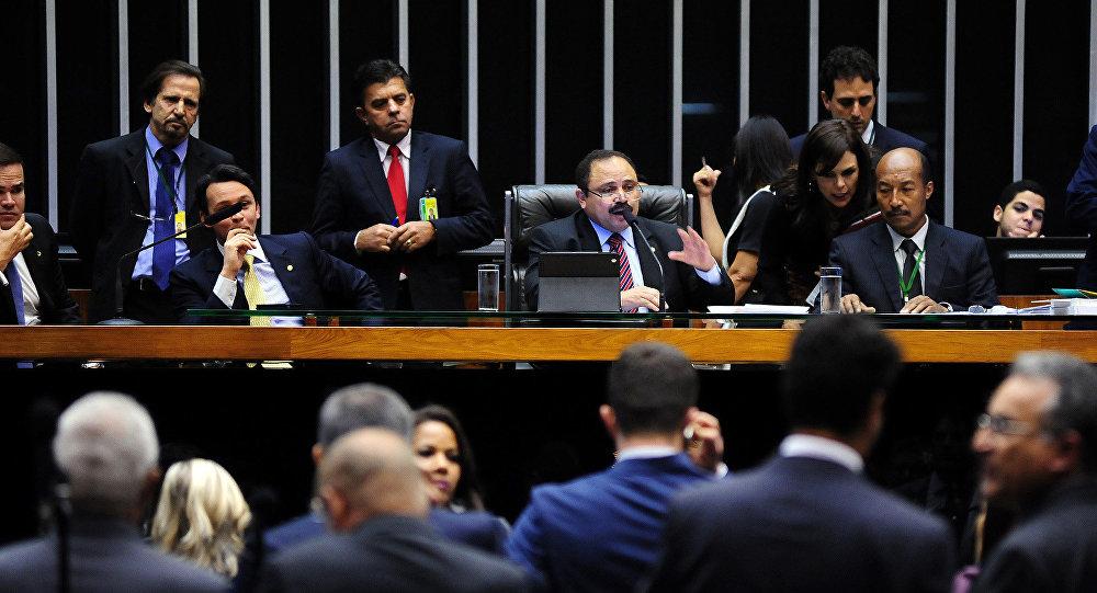Presidente interino da Câmara dos Deputados, Waldir Maranhão, anula votação do impeachment