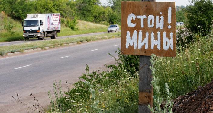 'Pare! Minas!', adverte uma placa perto da cidade de Kramatorsk, região de Donetsk, no Leste da Ucrânia