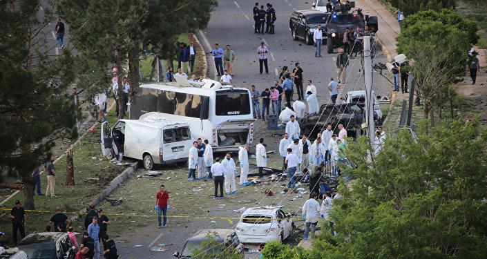 A cidade de Diyarbakir, depois da explosão (10 de maio)