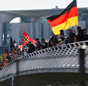 Grupos de extrema-direita manifestam-se contra os refugiados na Alemanha