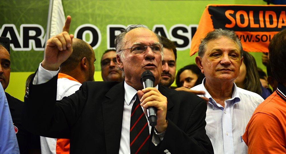 Presidente do PPS, Roberto Freire discursa em ato no Sindicato dos Trabalhadores nas Indústrias da Construção Civil