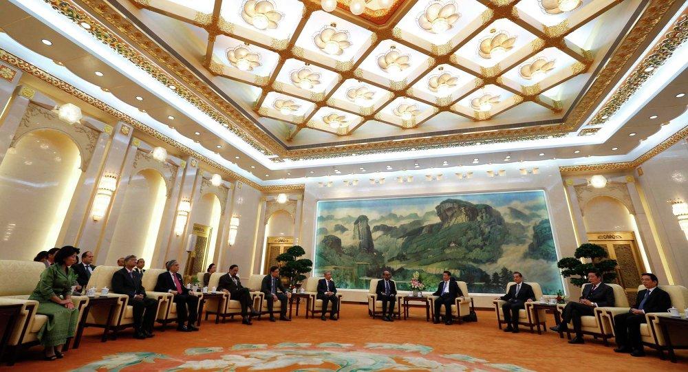 Presidente da China, Xi Jinping, reúne-se com convidados no Banco Asiático de Investimento