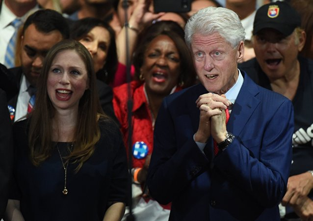 Bill Clinton acompanha a campanha eleitoral  da sua esposa Hillary