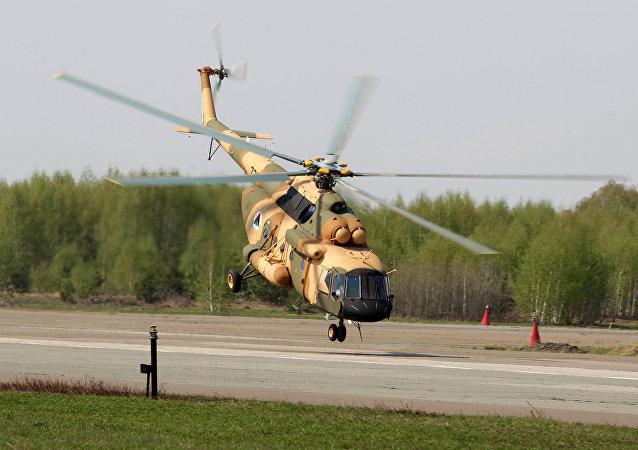 Helicóptero Mi-17V5 no polígono da Usina de Helicópteros de Kazan
