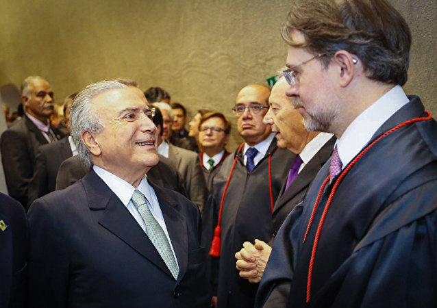 Presidente interino, Michel Temer, (Esq/dir) Gilmar Mendes, Ricardo Lewandowski e Dias Toffoli