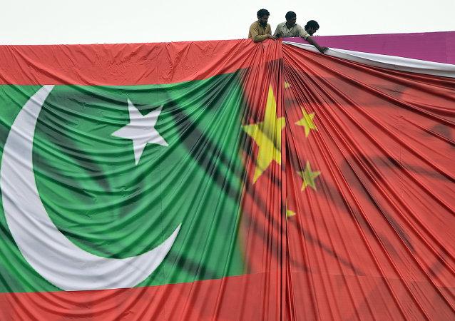 Bandeiras de Paquistão e China
