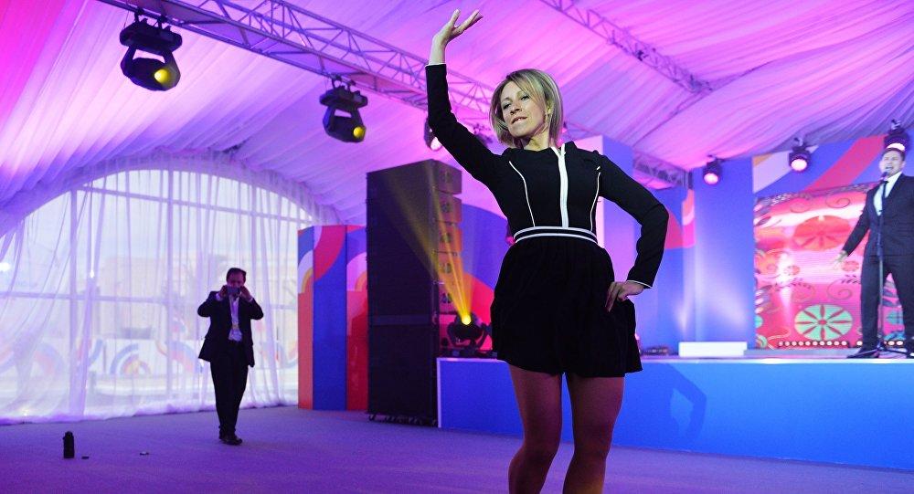 A representante oficial do Ministério das Relações Exteriores da Rússia, Maria Zakharova, na noite de gala para a mídia na Cúpula ASEAN-Rússia em Sochi, Rússia, 19 de maio de 2016