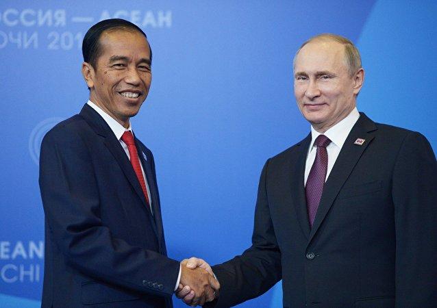 Presidente russo, Vladimir Putin com o seu homólogo indonésio,Joko Widodo