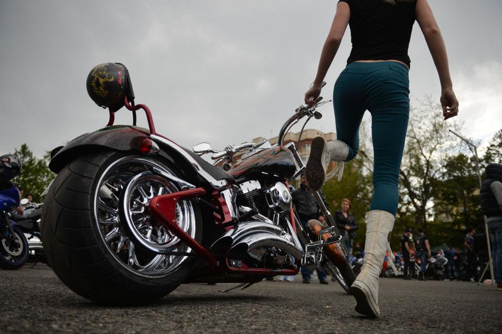 Membros de clubes de motoqueiros na cidade russa de Novossibirsk