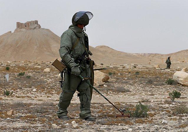 Sapadores russos trabalham na parte histórica de Palmira, Síria, 2016