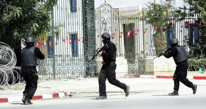 Militantes atacam edifício do parlamento da Tunísia e levam turistas como reféns
