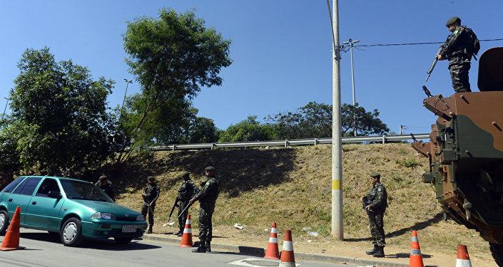 Beltrame pede apoio do Exército para policiamento de vias expressas durante Jogos Rio 2016