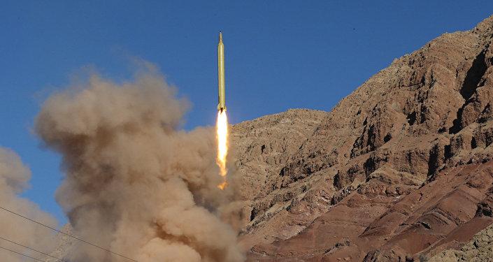 O Irã lança o míssil balístico (foto de arquivo)