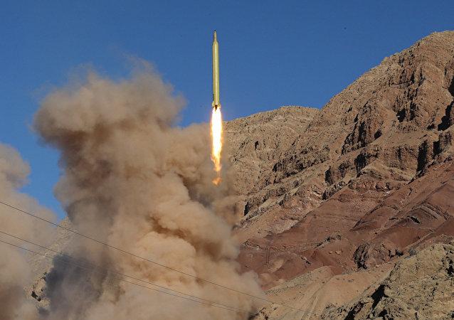 O Irã lança o míssil balístico em 9 de março de 2016