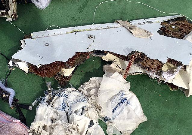 Destroços do avião da EgyptAir desaparecido sobre o mar Mediterrâneo