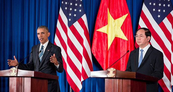 Presidente norte-americano Barack Obama e o presidente vietnamita Tran Dai Quang durante a entrevista coletiva em Hanói, Vietnã, 23 de maio de 2016