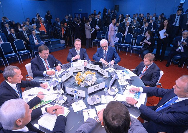 Uma sessão do Fórum Econômico Internacional de São Petersburgo  (SPIEF), os representantes do setor de negócios, 2016