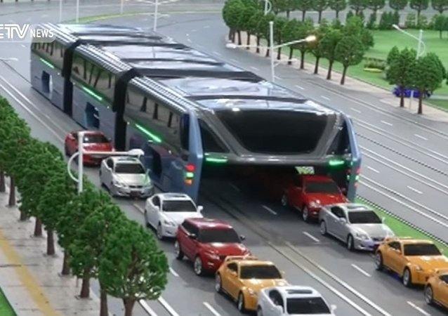 Elevated bus debuts at Beijing International High-Tech Expo