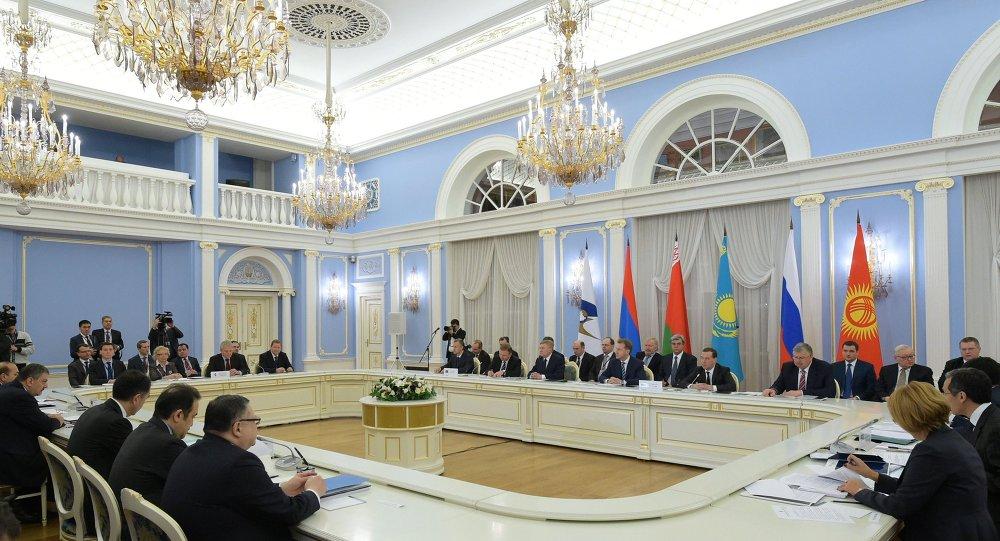 Primeira sessão do Conselho Intergovernamental da UEE