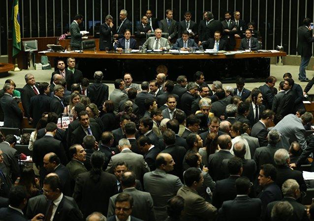 Plenário do Congresso Nacional aprecia o projeto do governo que modifica a meta fiscal