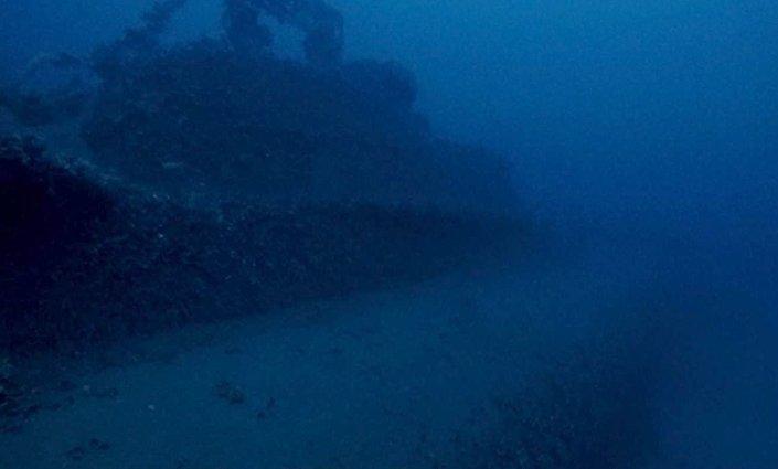 Submarino inglês debaixo da água