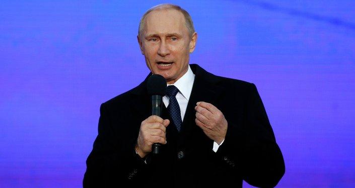 Vladimir Putin, residente da Rússia, no primeiro aniversário do tratado da Crimeia