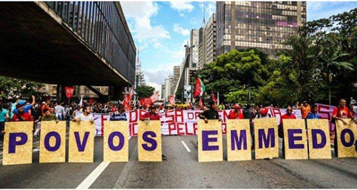 Frente Povo Sem Medo marcha na Paulista